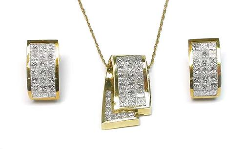 Princess Cut Diamond 18k Yellow Gold Pendant and Earrings Set